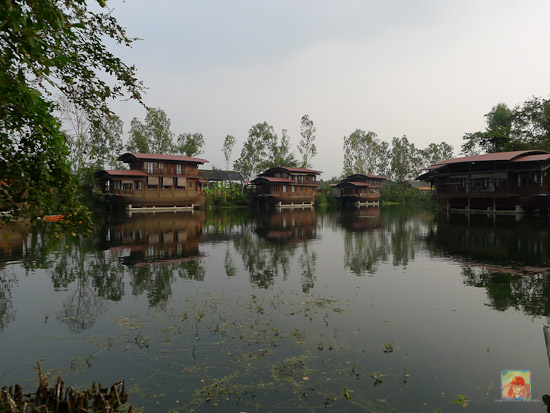 Mom Chailai Boat Houses