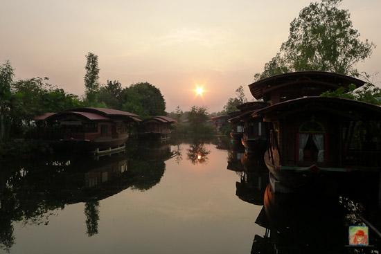 mochailai boat houses