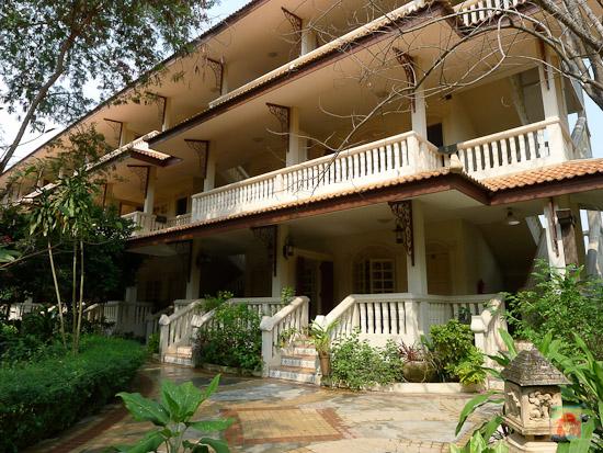 superior room building at momchailai