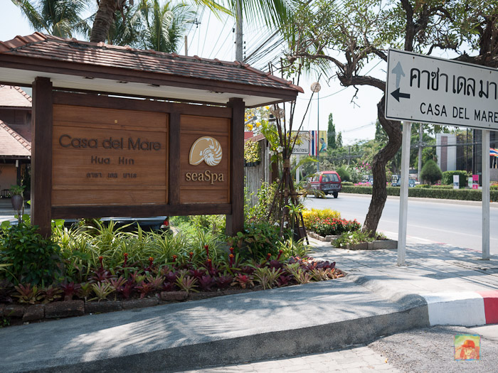 Sign leading to the Casa Del Mare on 25/2 Petchkasem Road...