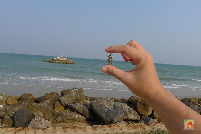 pee seua samut statue near puktien beach-2