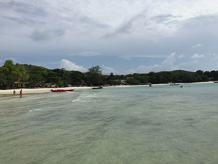 Ao Vongdeuan (Ao means beach in Thai) is quite a nice stretch of beach...