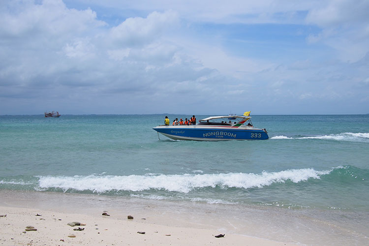 Nongboom Tours speed boat...