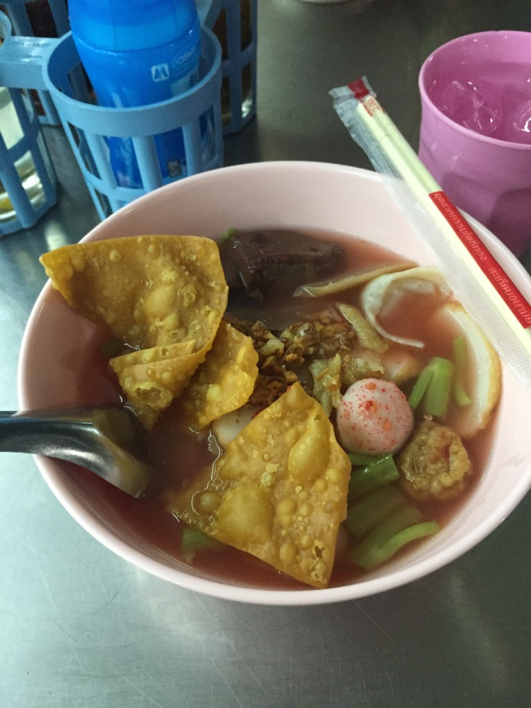This tasty bowl of fishball with egg noodle and soup cost about $1.20USD...