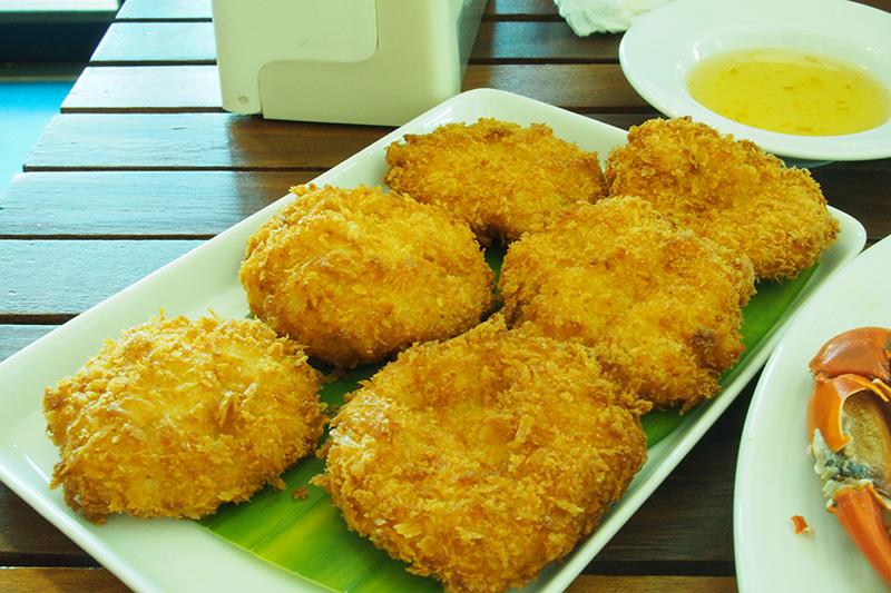 Fried shrimp fritters (Tod Mun Gung  ทอดมันกุ้ง)... so yummy...