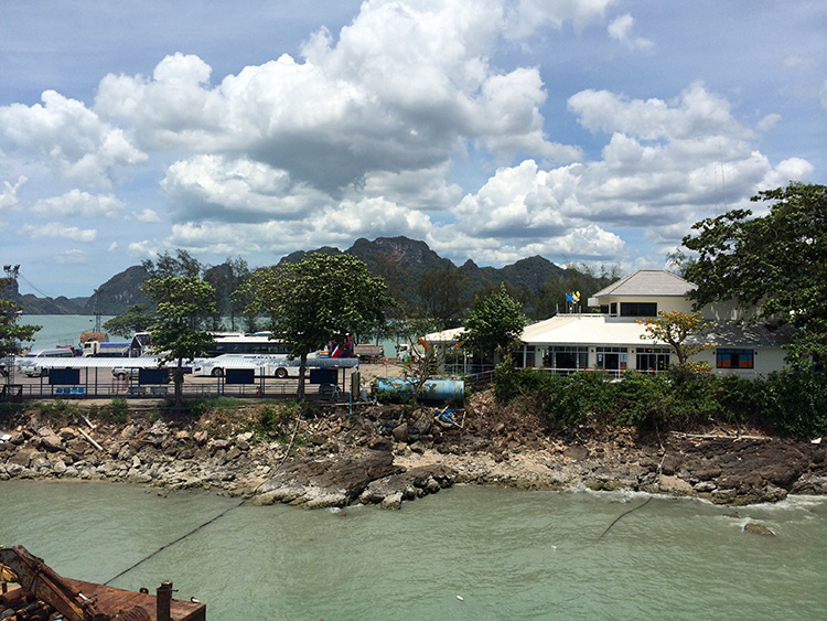 Leaving Rajah Port on a ferry boat to Samui island...