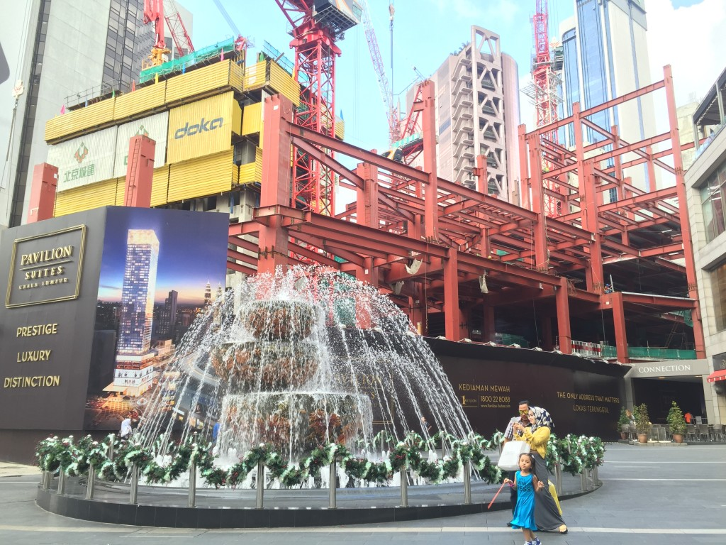 Looks like a fancy hotel being built across Pavillion Mall...