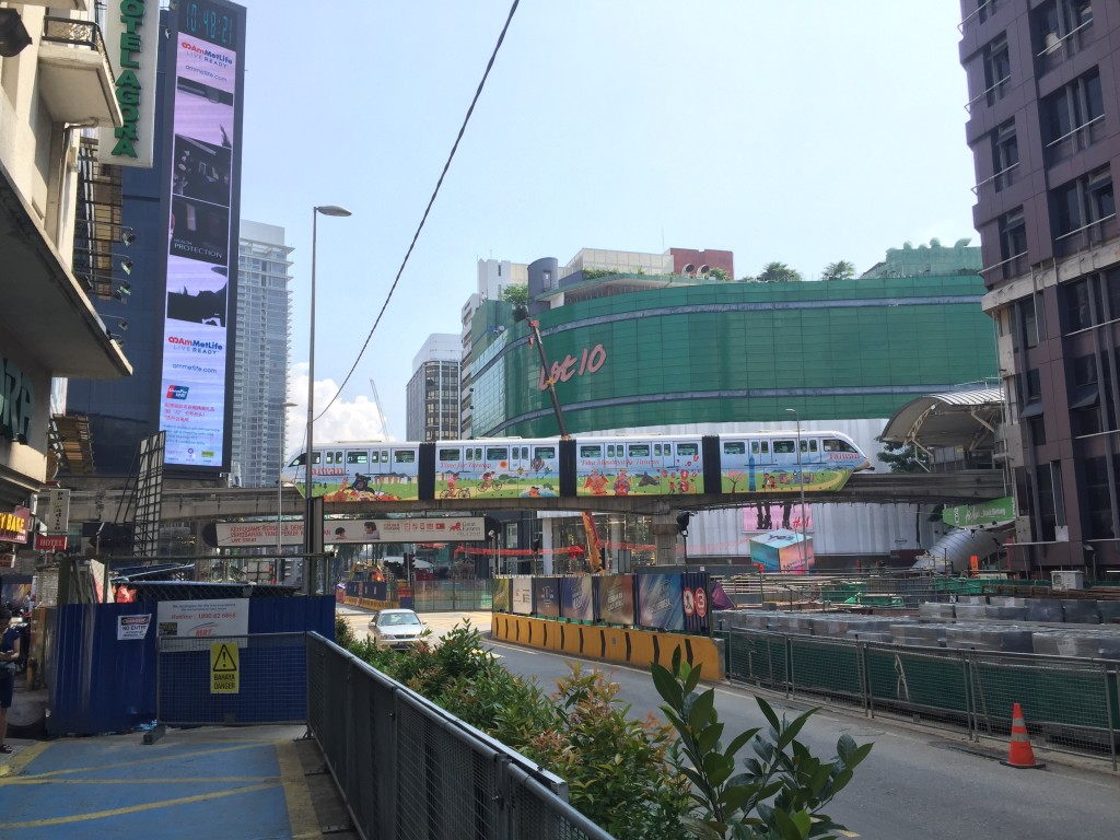 That's the KL Monorail leaving Bukit Bintang station.