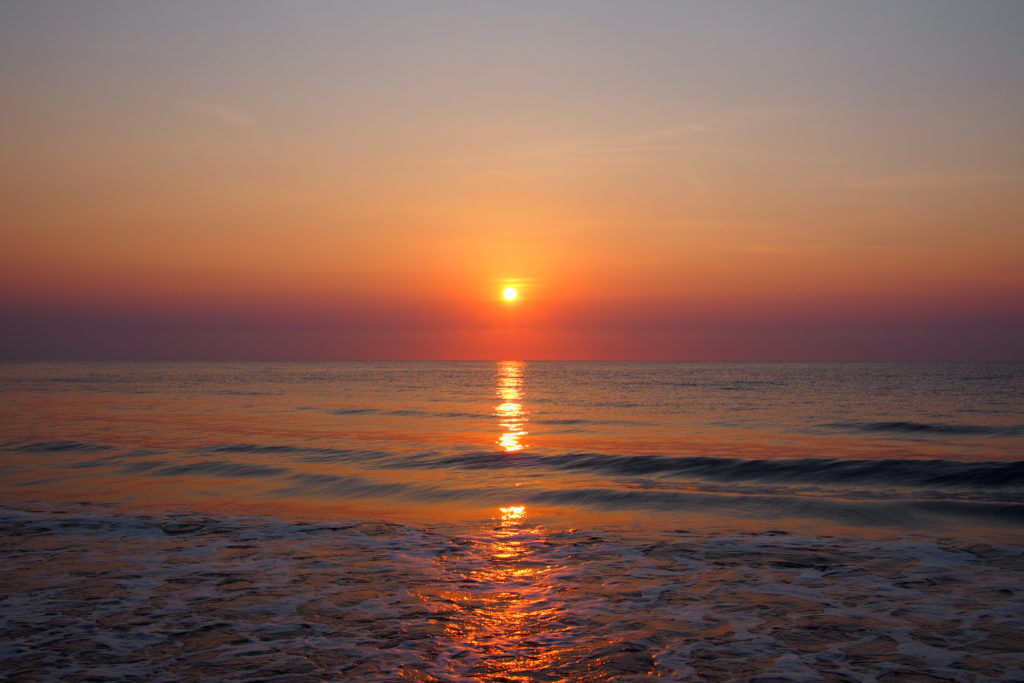 Wouldn't you like to wake up to sunrise like that every morning!...