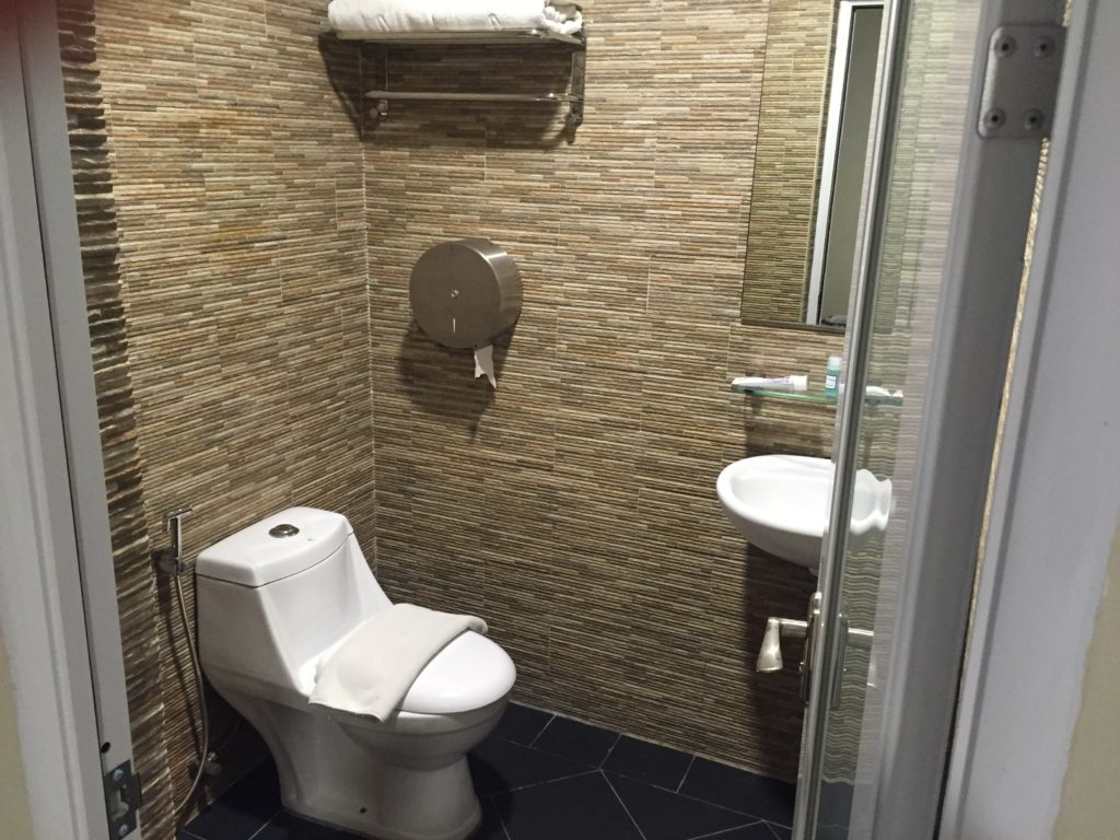 Izumi Hotel Bathroom
