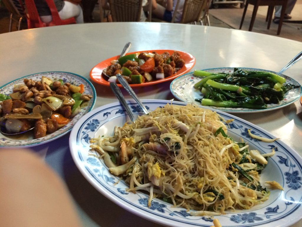 Singapore Chow Mei Fun 星洲炒米 in the front. I was so hungry I didn't realize I took a photo with my finger near the lens...